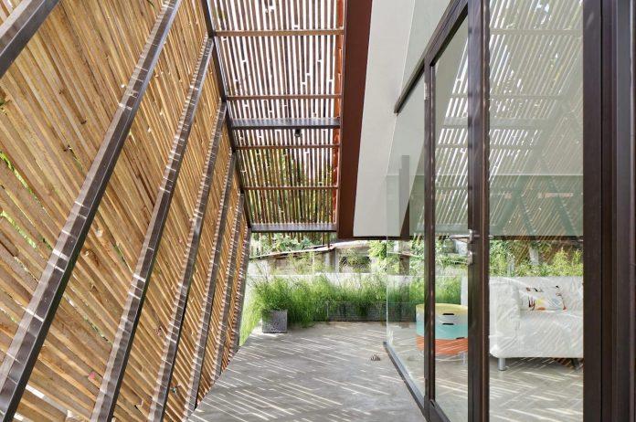 wahana-architects-redesigned-deeroemah-renovation-two-storey-busy-midtown-jakarta-09