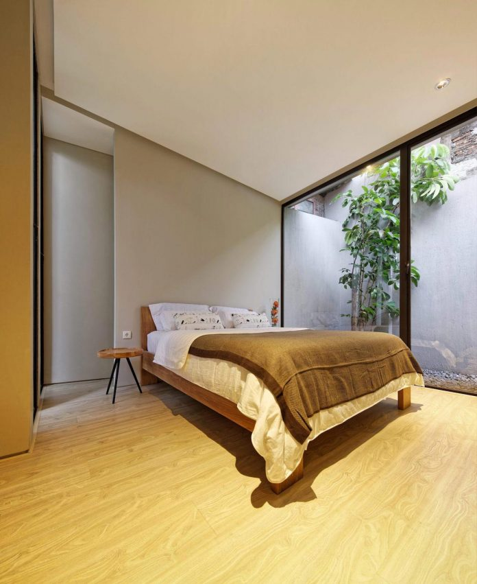 wahana-architects-redesigned-deeroemah-renovation-two-storey-busy-midtown-jakarta-12