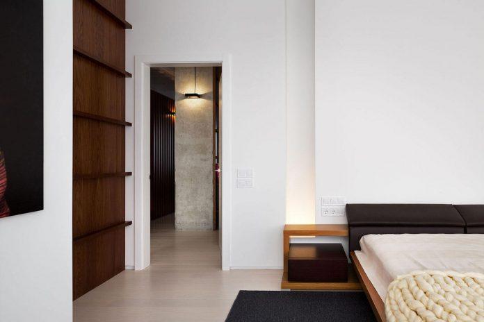 wood-marble-elegant-laconic-minimalist-style-apartment-nottdesign-14