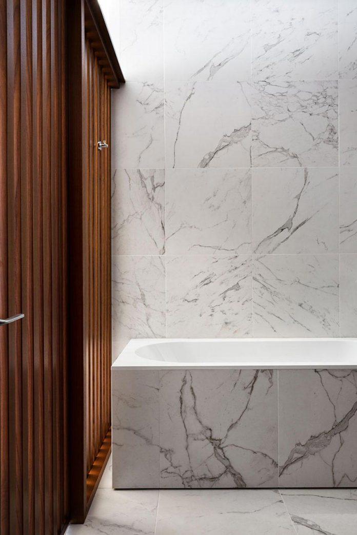 wood-marble-elegant-laconic-minimalist-style-apartment-nottdesign-17