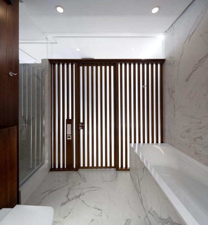 wood-marble-elegant-laconic-minimalist-style-apartment-nottdesign-18