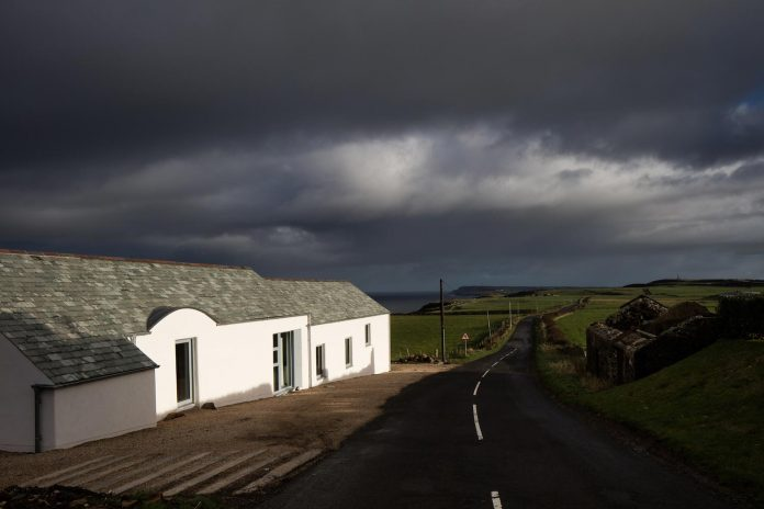 2020-architects-redesigned-old-blacksmiths-cottage-contemporary-ballymagarry-road-house-02