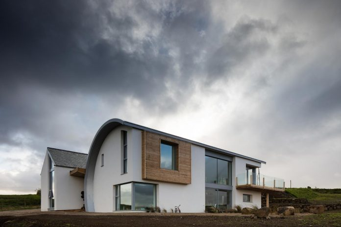 2020-architects-redesigned-old-blacksmiths-cottage-contemporary-ballymagarry-road-house-04