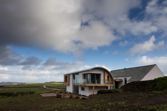 2020-architects-redesigned-old-blacksmiths-cottage-contemporary-ballymagarry-road-house-05