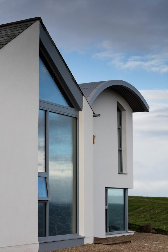 2020-architects-redesigned-old-blacksmiths-cottage-contemporary-ballymagarry-road-house-06