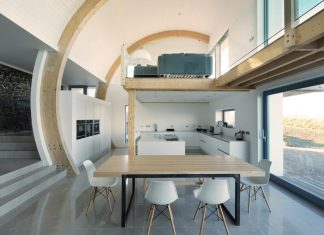 2020 Architects redesigned an old blacksmiths cottage into contemporary Ballymagarry Road House