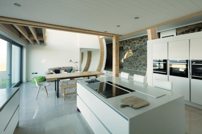 2020-architects-redesigned-old-blacksmiths-cottage-contemporary-ballymagarry-road-house-08