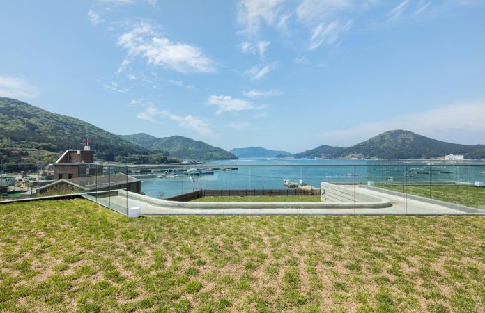 2m2-architects-design-one-story-sea-view-home-foothills-mt-dongmang-05