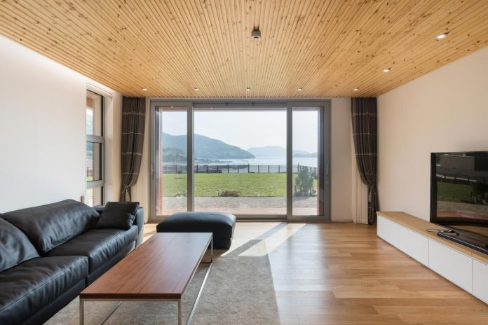 2m2-architects-design-one-story-sea-view-home-foothills-mt-dongmang-15