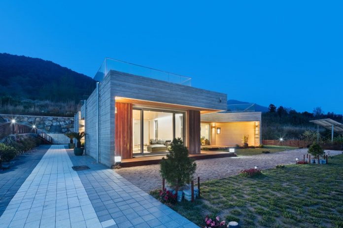 2m2-architects-design-one-story-sea-view-home-foothills-mt-dongmang-20