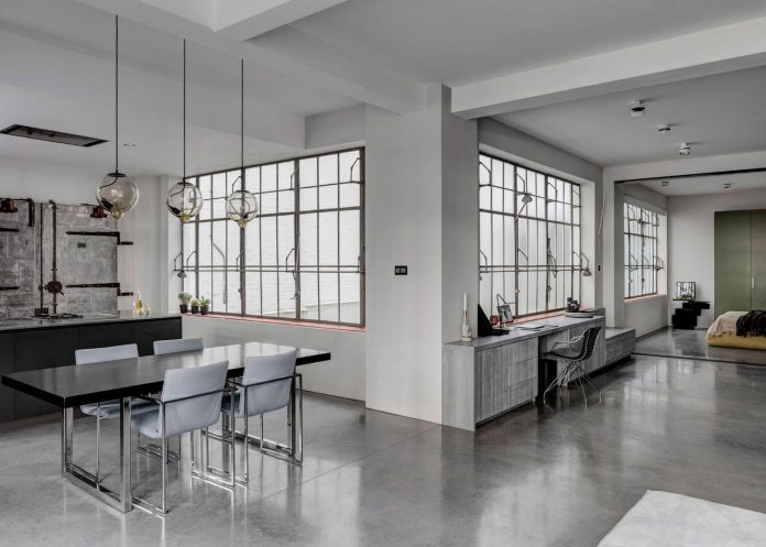 apa-transformed-london-warehouse-space-apartment-two-theatre-film-directors-06