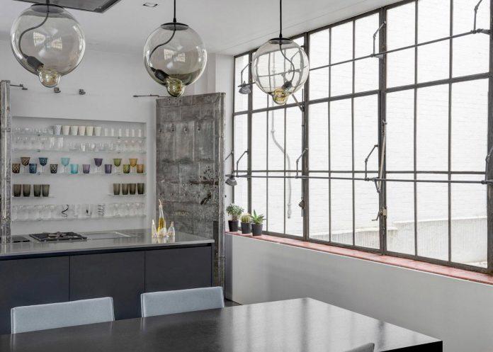 apa-transformed-london-warehouse-space-apartment-two-theatre-film-directors-07
