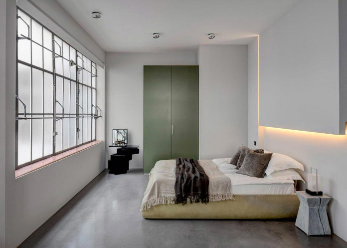 apa-transformed-london-warehouse-space-apartment-two-theatre-film-directors-10