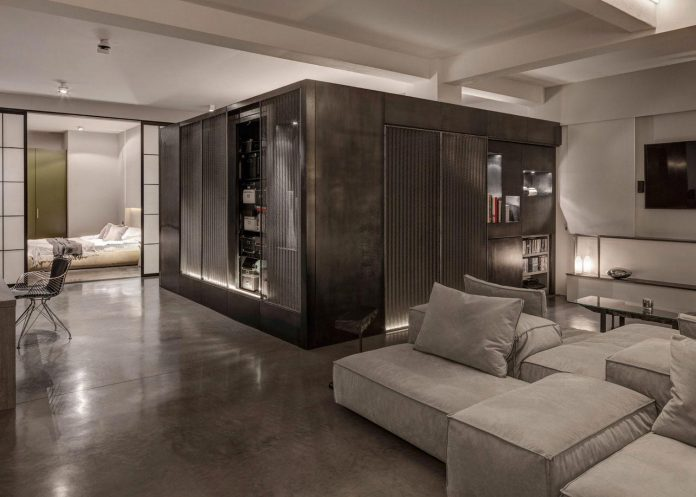 apa-transformed-london-warehouse-space-apartment-two-theatre-film-directors-11