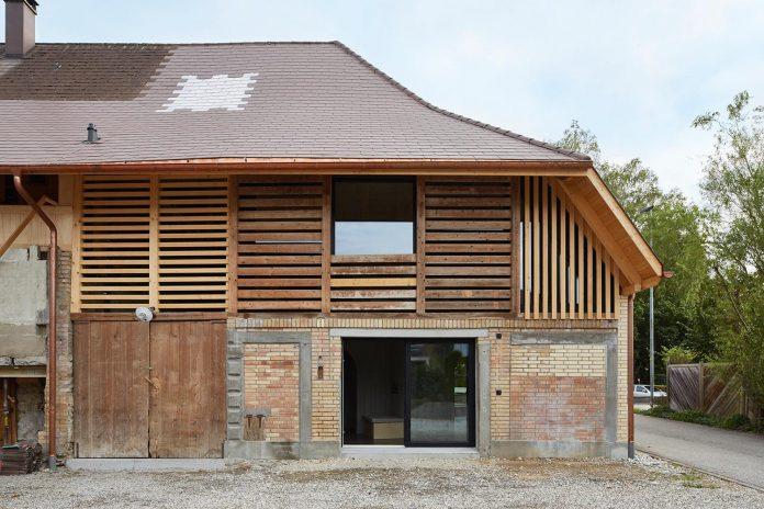 barn-conversion-freiluft-architektur-ruegsauschachen-switzerland-03