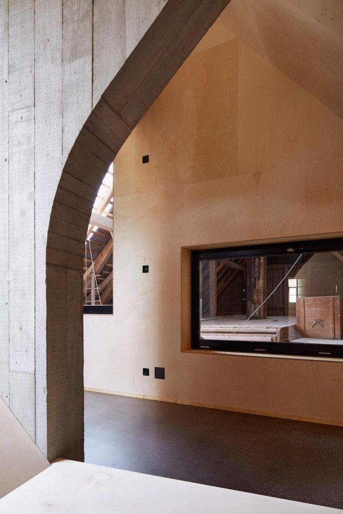 barn-conversion-freiluft-architektur-ruegsauschachen-switzerland-13