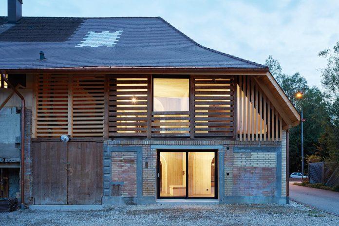 barn-conversion-freiluft-architektur-ruegsauschachen-switzerland-16
