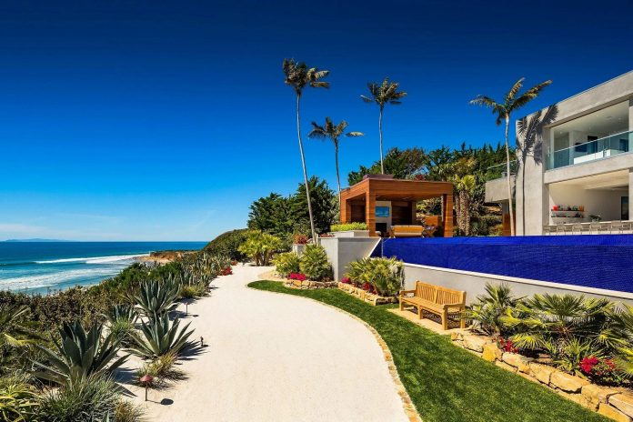 burdge-associates-design-stunning-contemporary-beach-home-malibu-awesome-sea-views-01