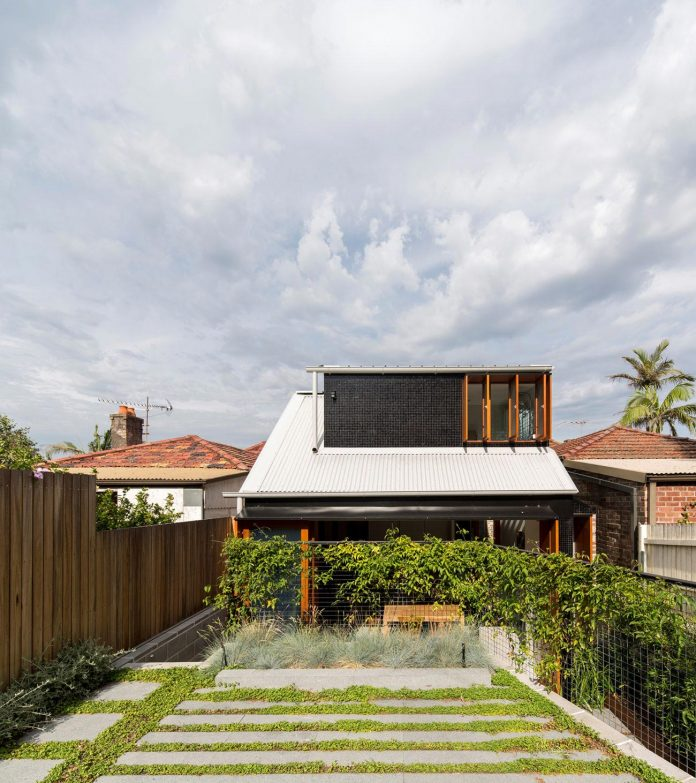 carterwilliamson-architects-design-mcmahons-point-residence-modest-home-owners-settle-begin-family-01