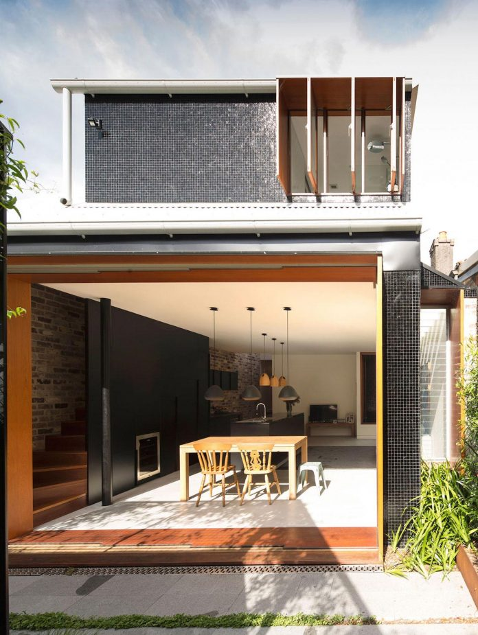 carterwilliamson-architects-design-mcmahons-point-residence-modest-home-owners-settle-begin-family-02