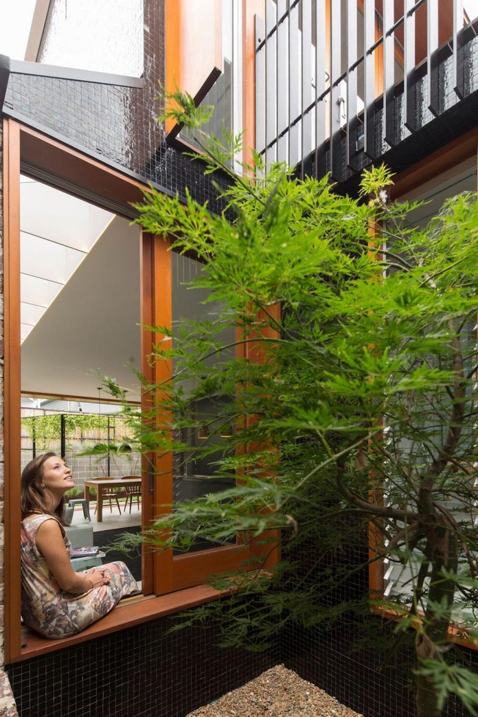 carterwilliamson-architects-design-mcmahons-point-residence-modest-home-owners-settle-begin-family-03