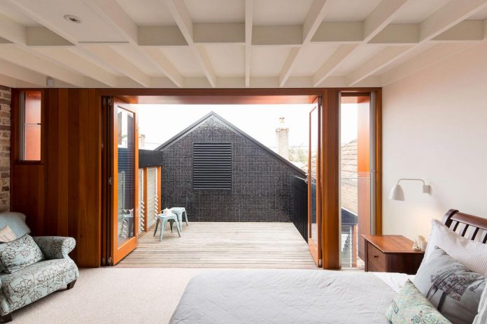carterwilliamson-architects-design-mcmahons-point-residence-modest-home-owners-settle-begin-family-10