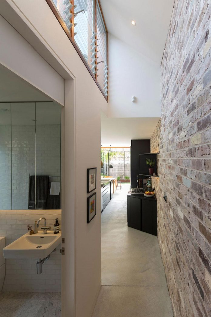 carterwilliamson-architects-design-mcmahons-point-residence-modest-home-owners-settle-begin-family-11