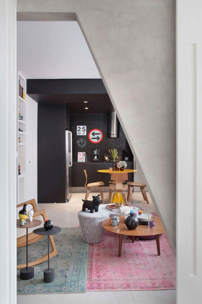 colourful-chic-apartment-designed-30s-single-man-rio-de-janeiro-studio-roca-01