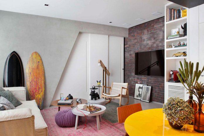 colourful-chic-apartment-designed-30s-single-man-rio-de-janeiro-studio-roca-03