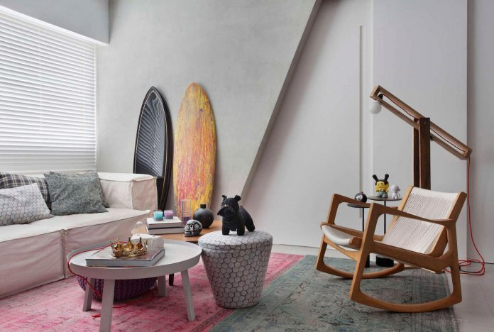 colourful-chic-apartment-designed-30s-single-man-rio-de-janeiro-studio-roca-08
