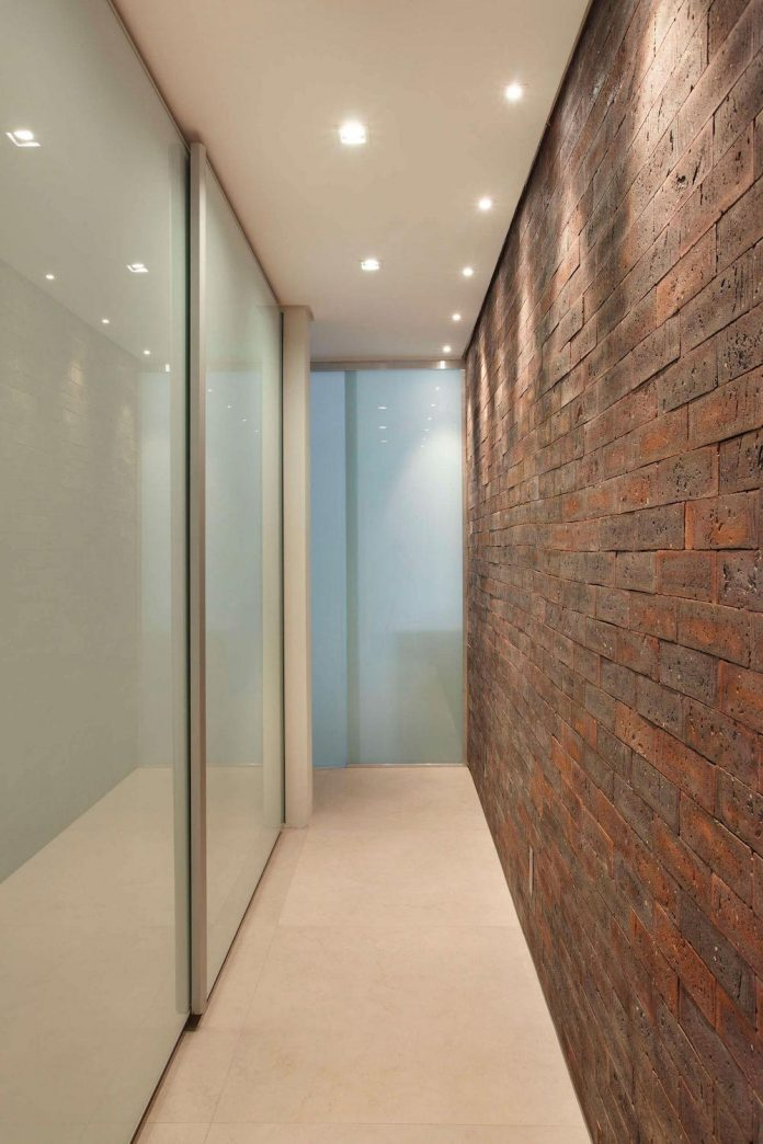 colourful-chic-apartment-designed-30s-single-man-rio-de-janeiro-studio-roca-10