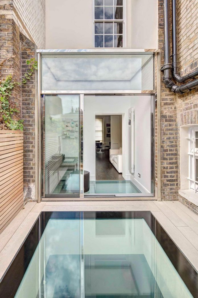 contemporary-glazed-extension-grade-ii-listed-house-provide-additional-space-without-detracting-original-building-02