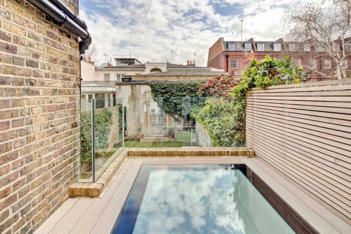 contemporary-glazed-extension-grade-ii-listed-house-provide-additional-space-without-detracting-original-building-03