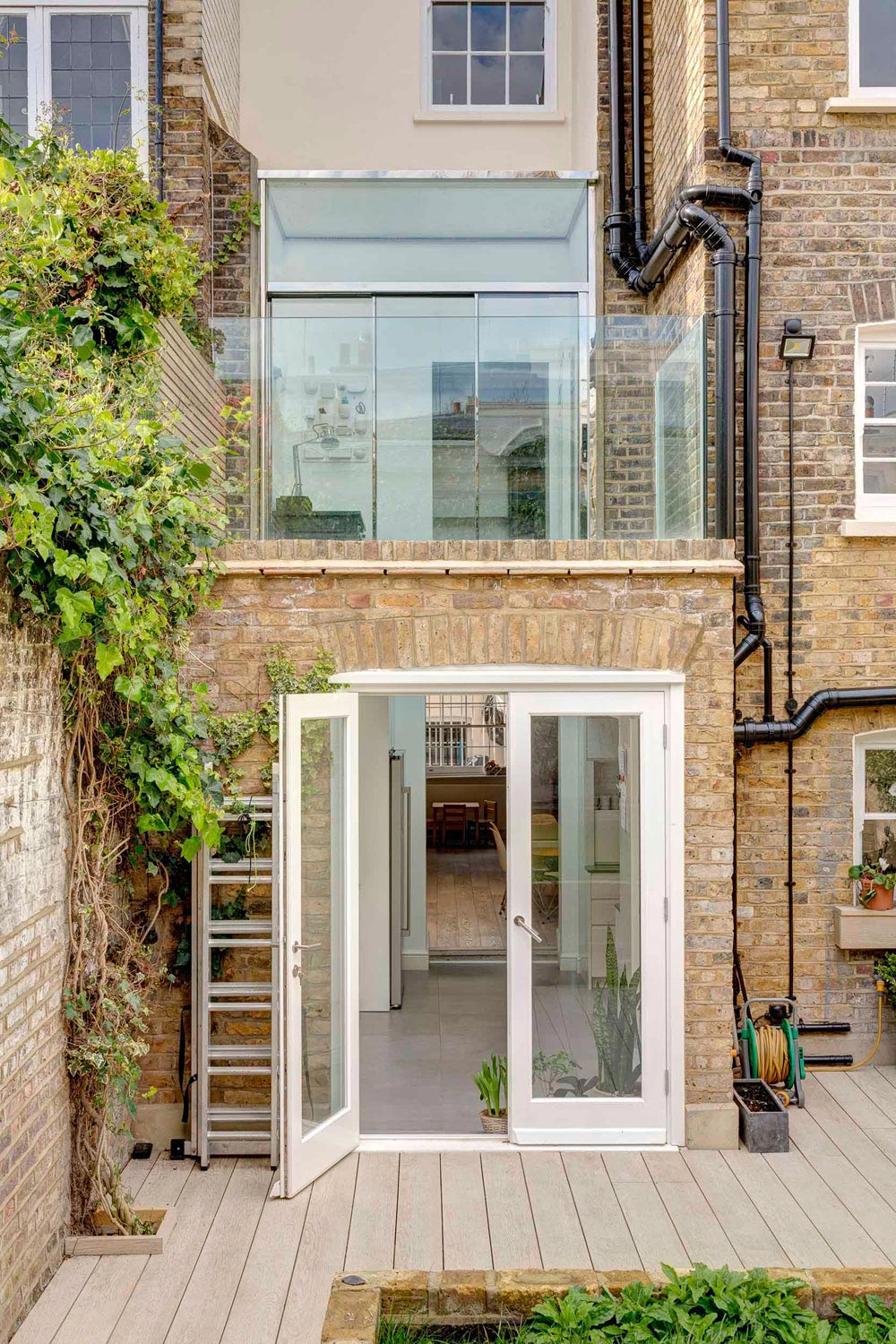 Contemporary glazed extension to a grade ii listed house for Terrace in house