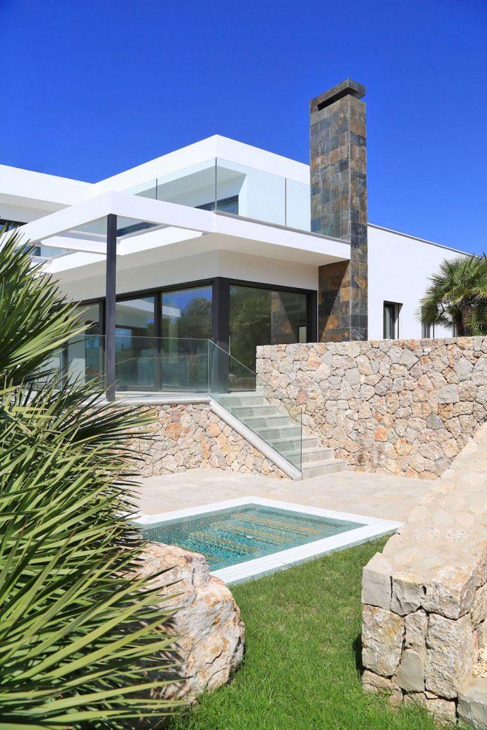 contemporary-house-mediterranean-island-mallorca-andreas-hummel-architekt-04