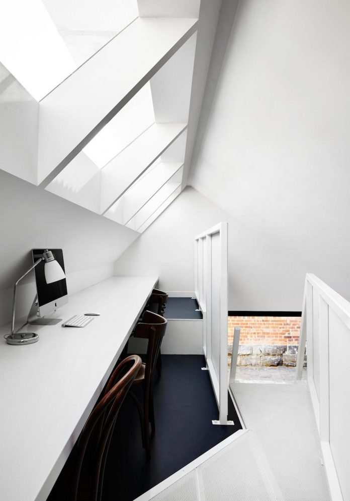 contemporary-redesigned-2-storey-small-house-austin-maynard-architects-01