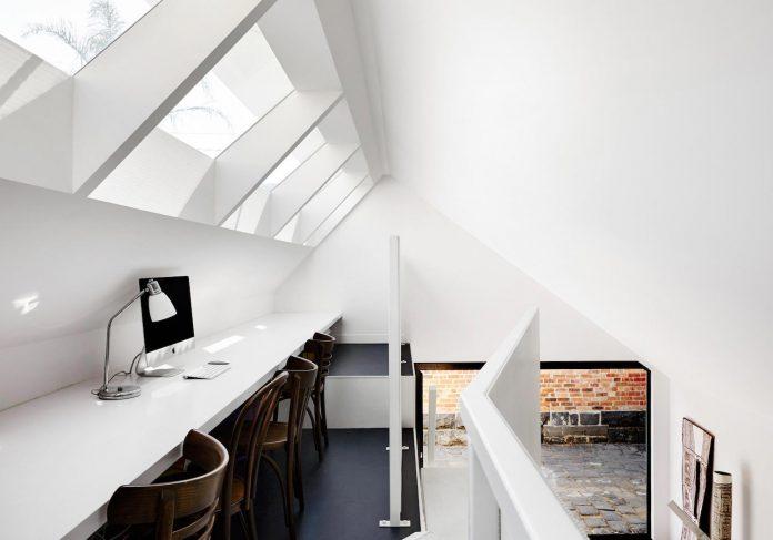 contemporary-redesigned-2-storey-small-house-austin-maynard-architects-03