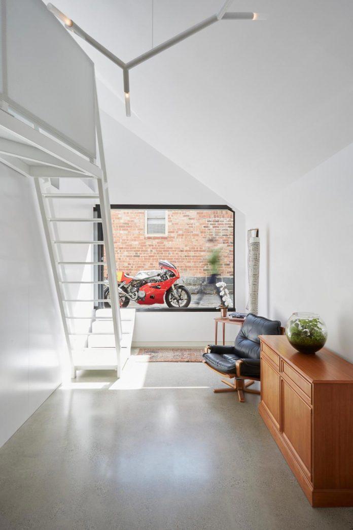 contemporary-redesigned-2-storey-small-house-austin-maynard-architects-05