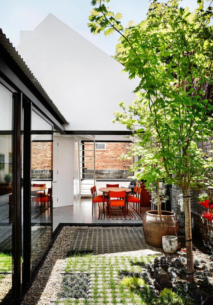 contemporary-redesigned-2-storey-small-house-austin-maynard-architects-10