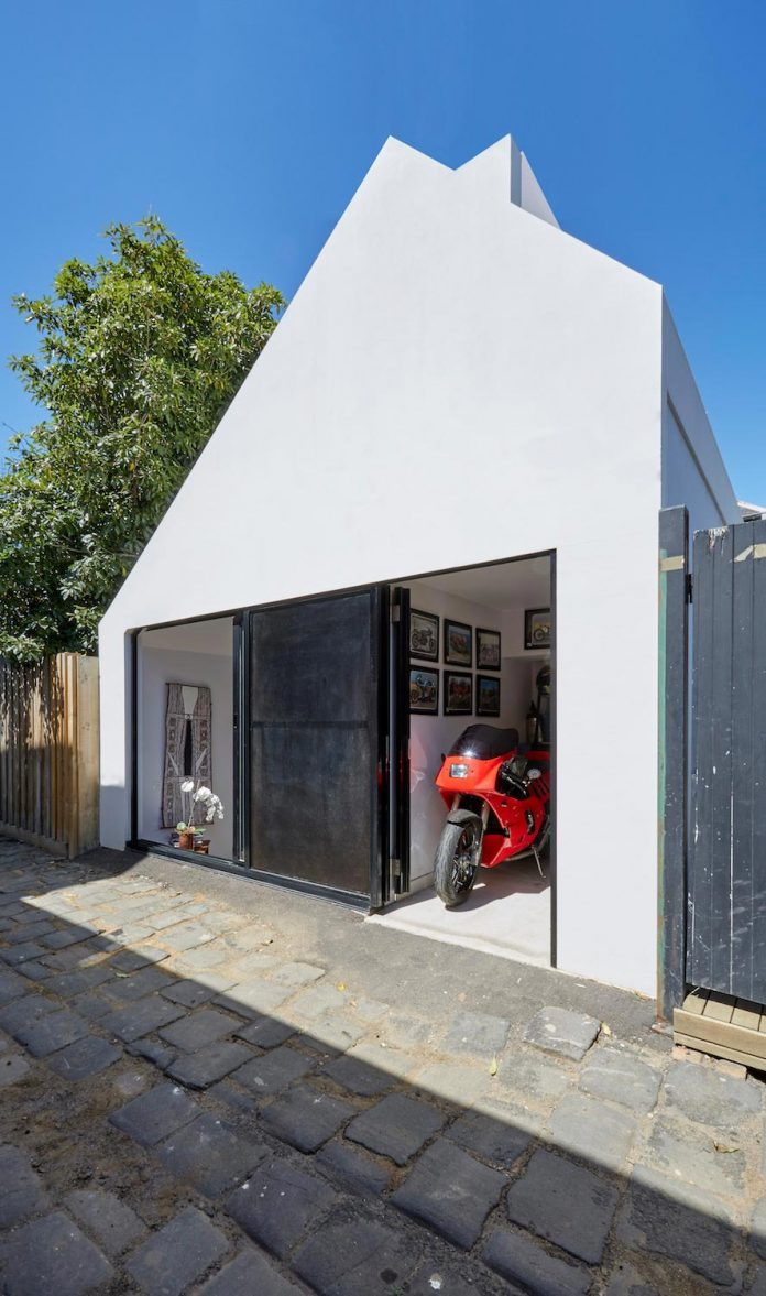 contemporary-redesigned-2-storey-small-house-austin-maynard-architects-12