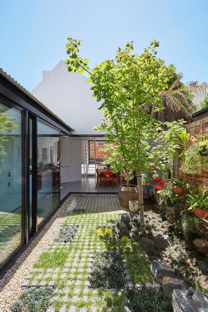 contemporary-redesigned-2-storey-small-house-austin-maynard-architects-22