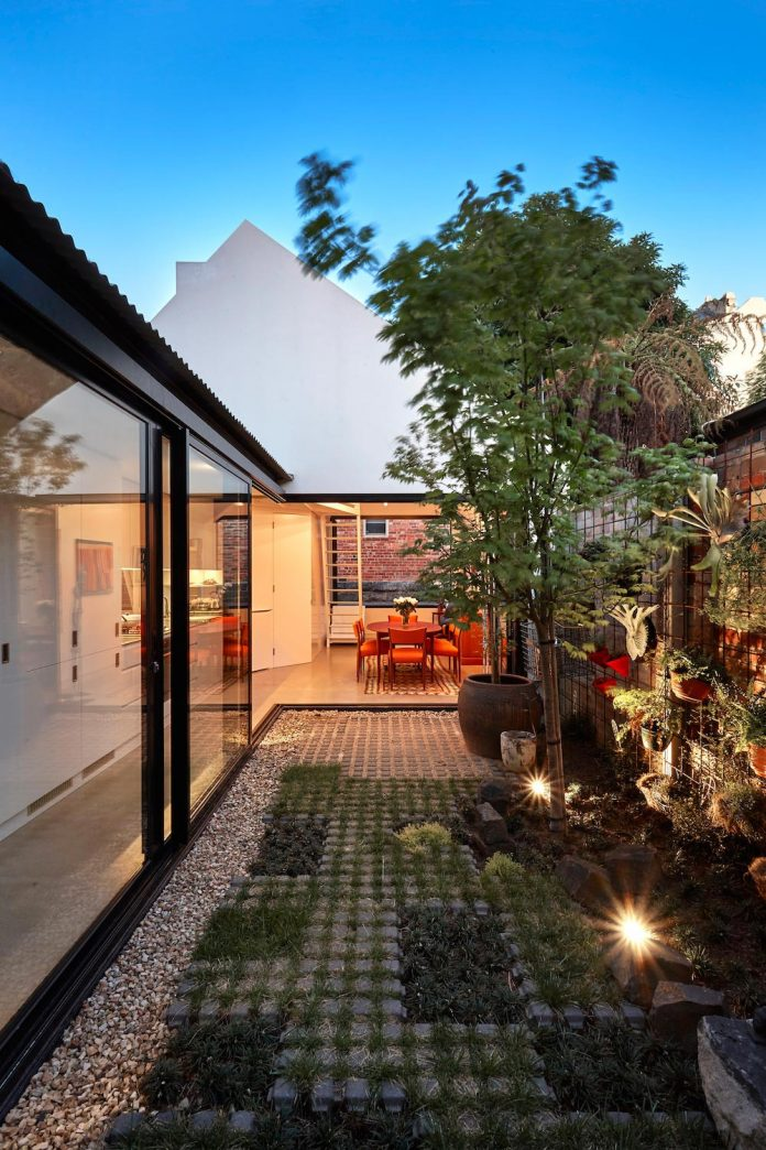 contemporary-redesigned-2-storey-small-house-austin-maynard-architects-31
