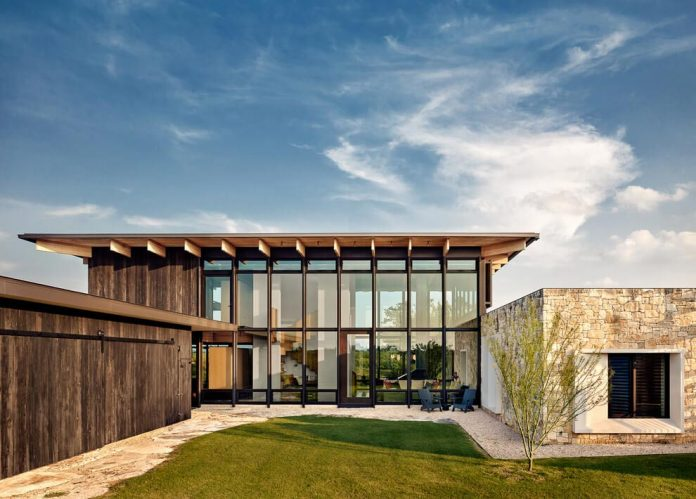 contemporary-texas-open-space-residence-huge-glass-walls-chic-good-looking-design-01