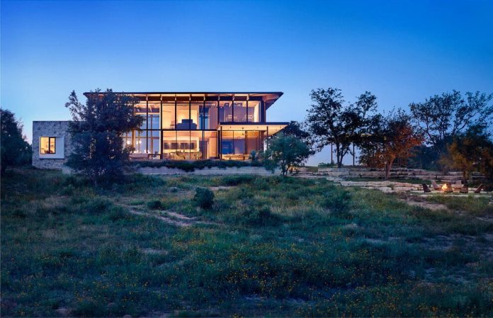 contemporary-texas-open-space-residence-huge-glass-walls-chic-good-looking-design-02