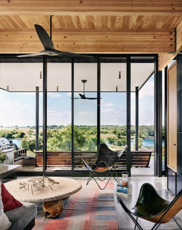 contemporary-texas-open-space-residence-huge-glass-walls-chic-good-looking-design-03