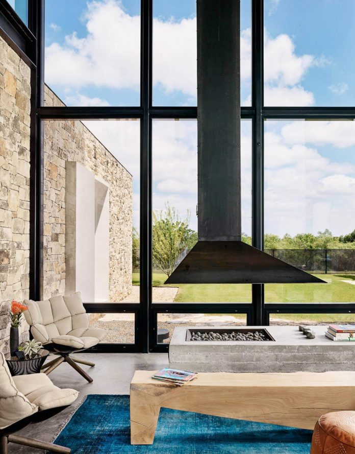 contemporary-texas-open-space-residence-huge-glass-walls-chic-good-looking-design-06