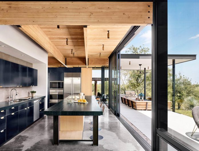 contemporary-texas-open-space-residence-huge-glass-walls-chic-good-looking-design-09