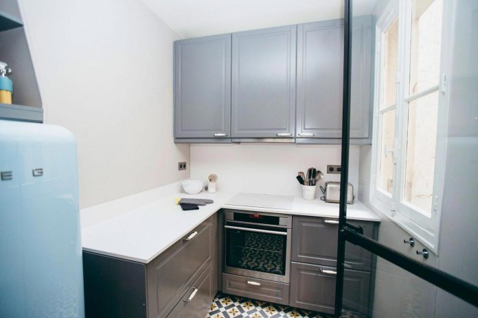 conversion-two-bedroom-haussamanian-apartment-central-paris-functional-contemporary-versatile-retro-twist-weekend-city-pad-04