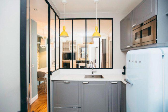 conversion-two-bedroom-haussamanian-apartment-central-paris-functional-contemporary-versatile-retro-twist-weekend-city-pad-05