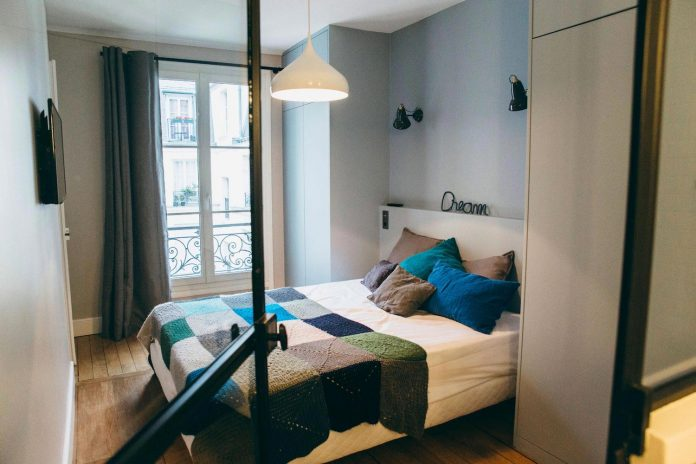 conversion-two-bedroom-haussamanian-apartment-central-paris-functional-contemporary-versatile-retro-twist-weekend-city-pad-09